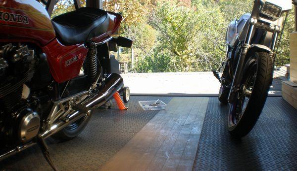 オートバイガレージ
