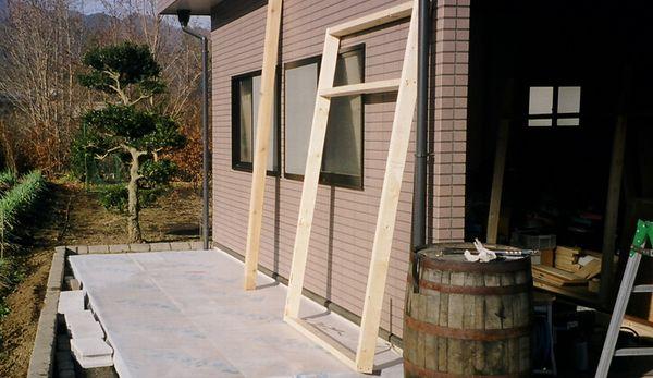 物置小屋 壁2×4材